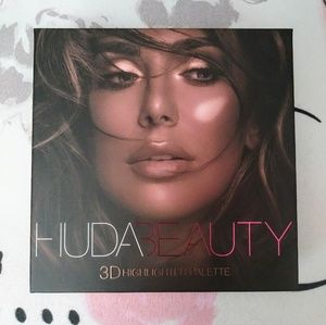 Huda Beauty 3D Highlighter Pallet